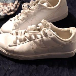 Womens nike tennis shoes